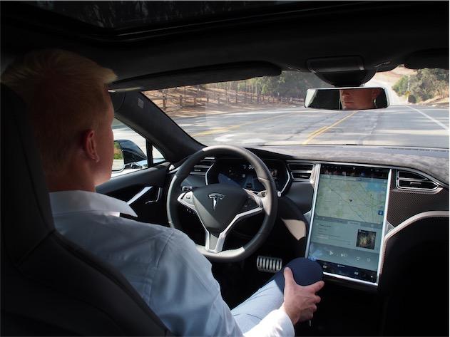Il touchscreen di serie di Tesla