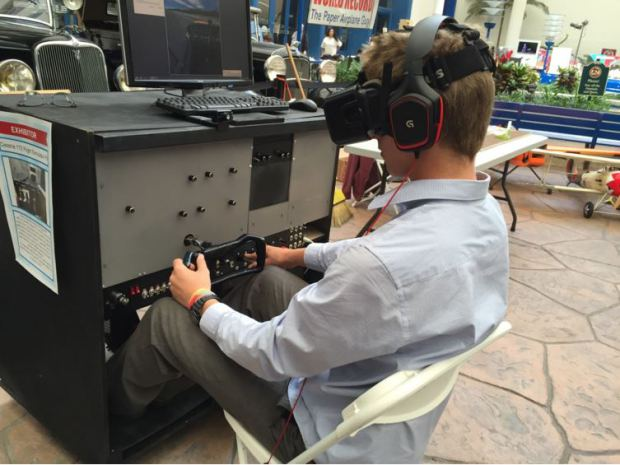 Il simulatore reale della cabina di pilotaggio? Un 17enne l'ha costruito da solo con Arduino
