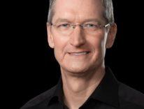 Tim Cook è il dirigente Apple meno pagato, superato da Luca Maestri con 25 milioni di dollari