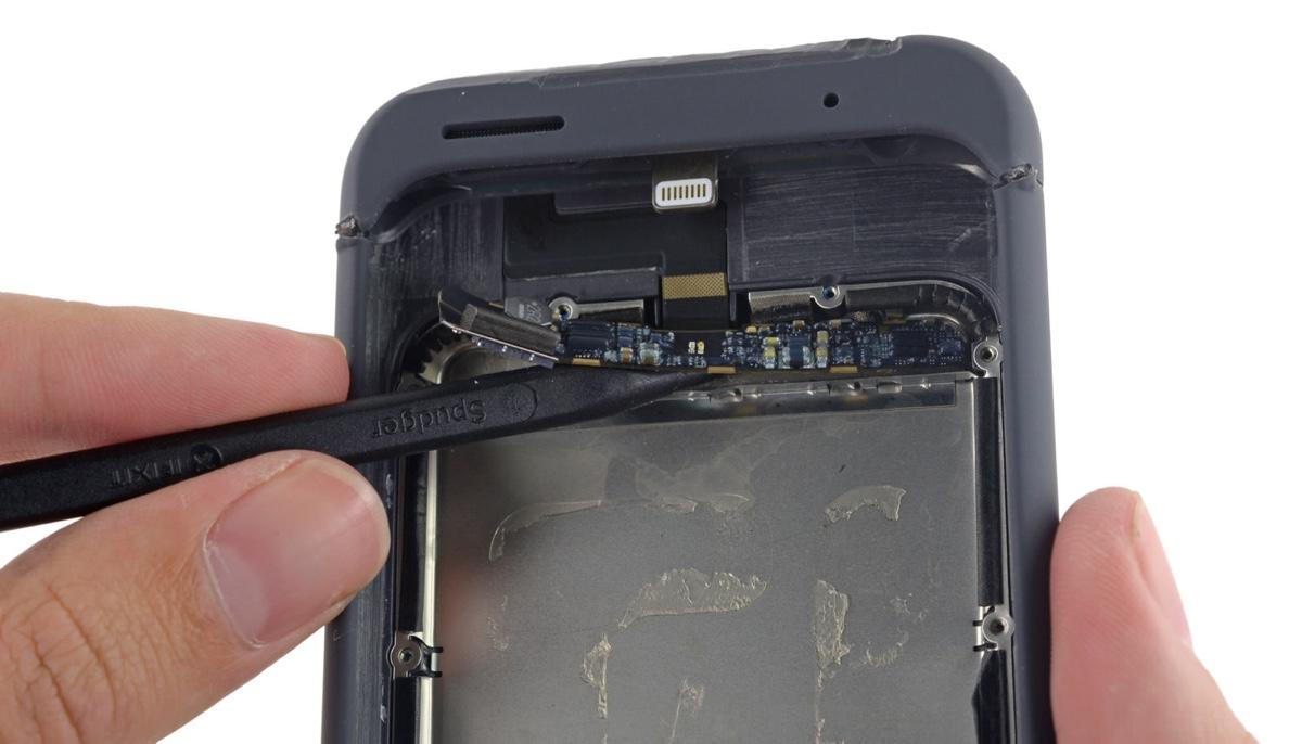Apple Smart Battery Case smontata 5 1200