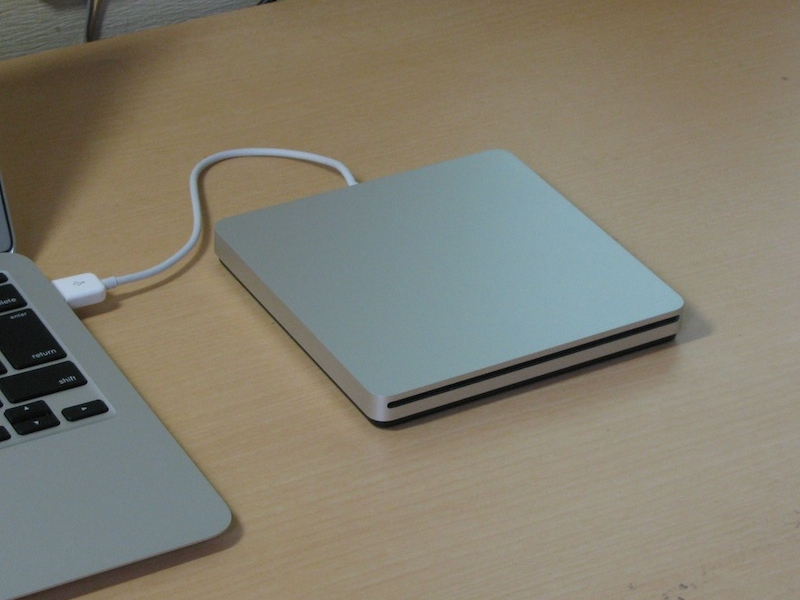 Apple_USB_SuperDrive_24745300_1387192990_9675