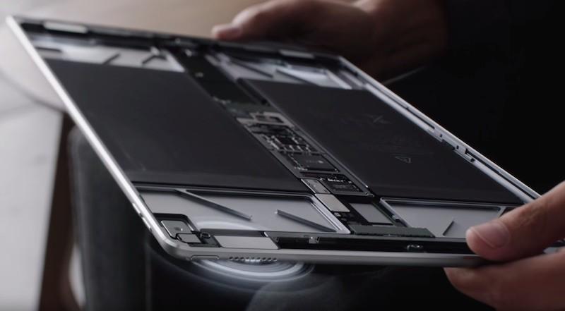 La batteria e l'interno di iPad Pro