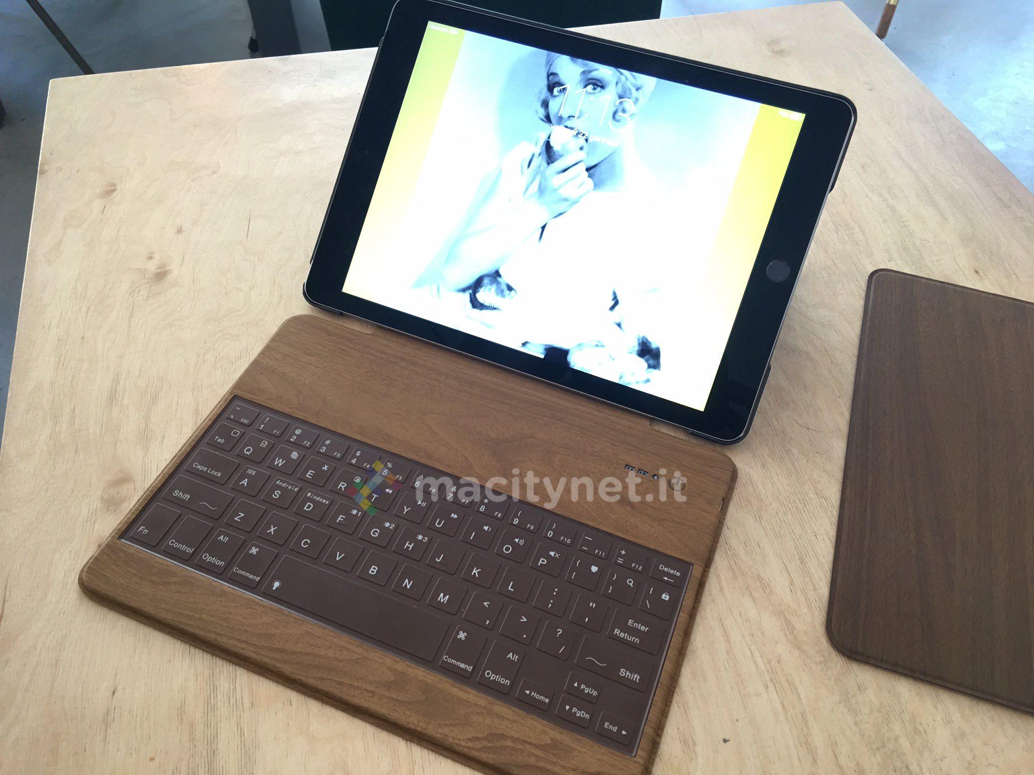 Libre Keyboard Folio per iPad