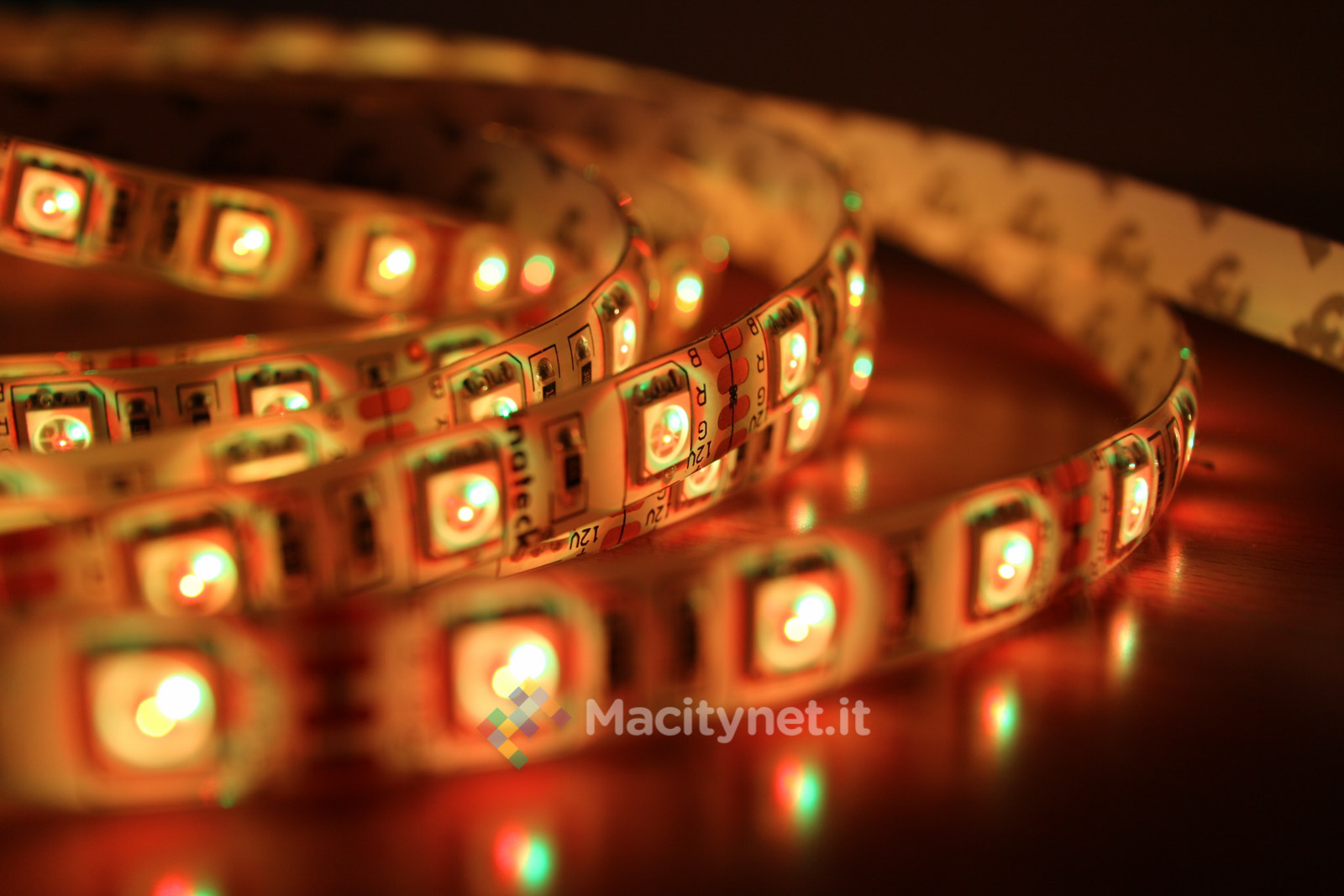 Yuri Di Prodo, Macitynet 2015 - IMG_3091 Luci LED Inateck
