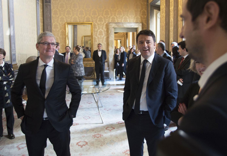 Tim Cook a Palazzo Chigi con Renzi Madia Giannini