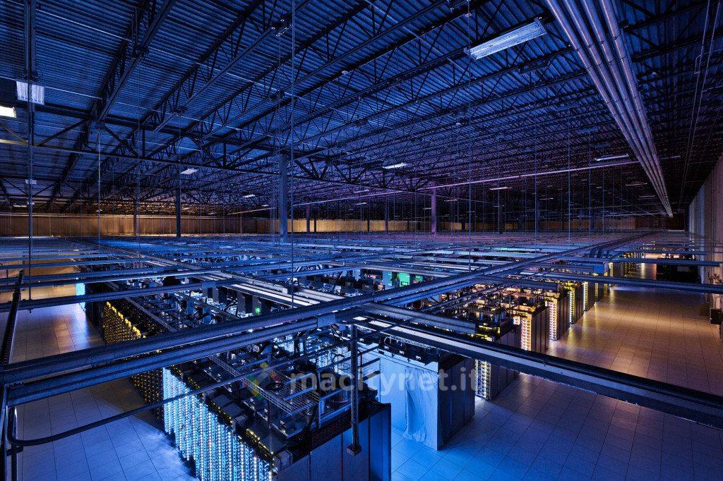 """Il data center Google di Council Bluffs si estende per 10.700 metri quadrati. Questo """"arsenale"""" consente il funzionamento di servizi quali ad esempio la Ricerca e YouTube."""