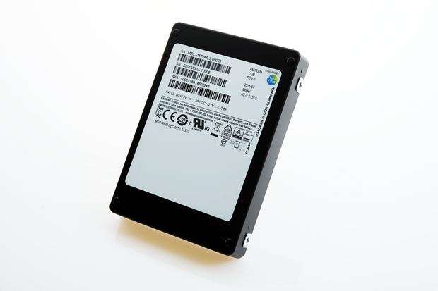SSD da 15 TB samsung 2,5 pollici