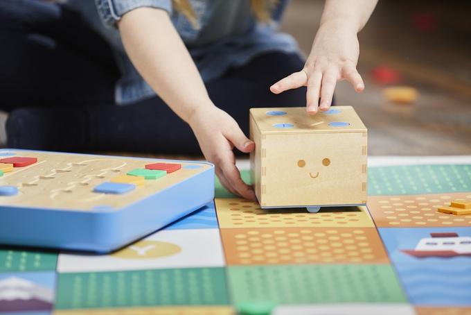 Cubetto, il coding senza computer per bambini da 3 anni in su