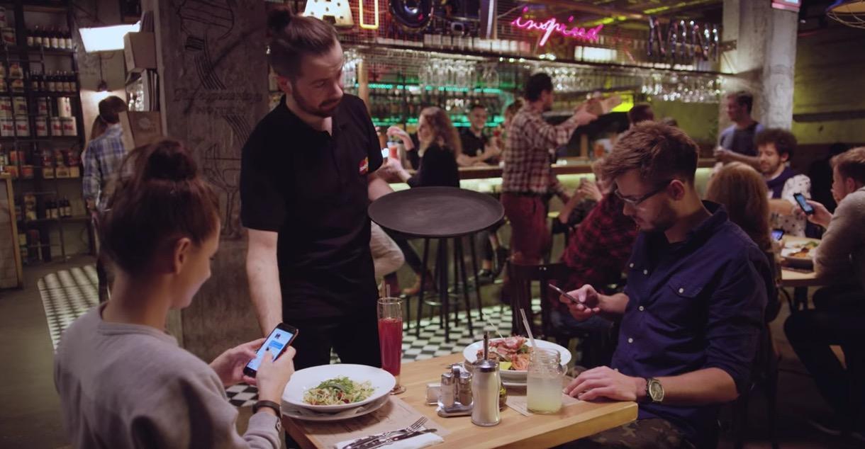 smartphone a tavola