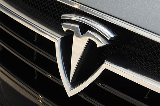 Tesla come Apple, chi cambia le carte in tavola vince