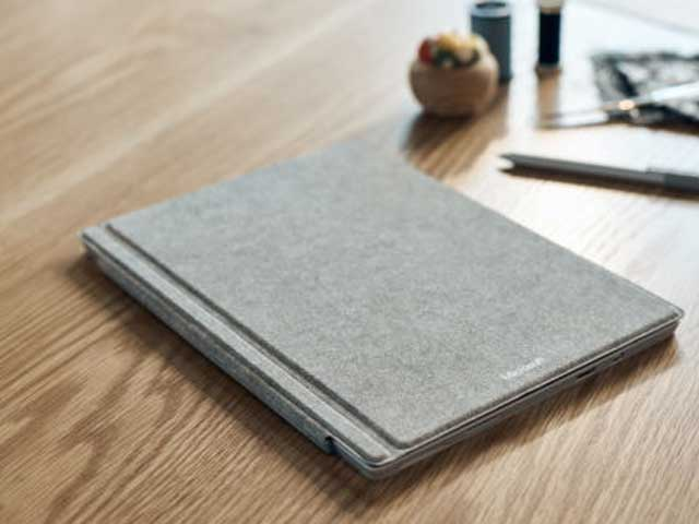 cover in alcantara per il Surface Pro 4