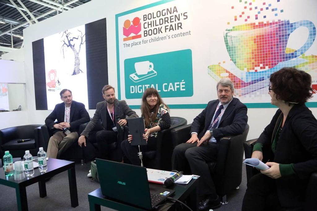 Al centro, i vincitori del Digital Media Award