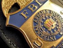"""Fermi tutti: l'FBI """"spiega"""" come ha hackerato l'iPhone di San Bernardino"""