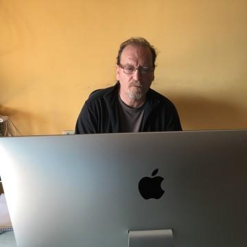 Il Mac è catartico: intervista a Flavio Oreglio