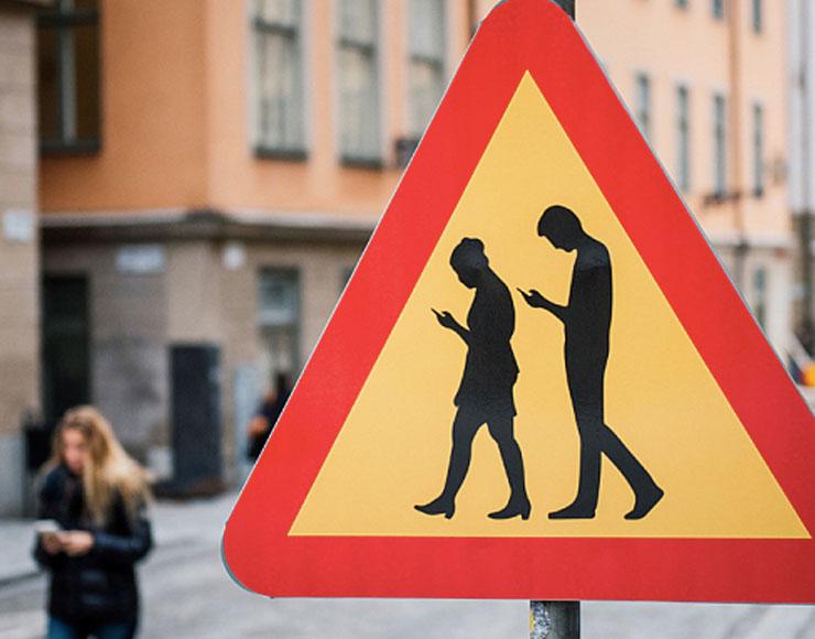 Segnale pedoni distratti da smartphone