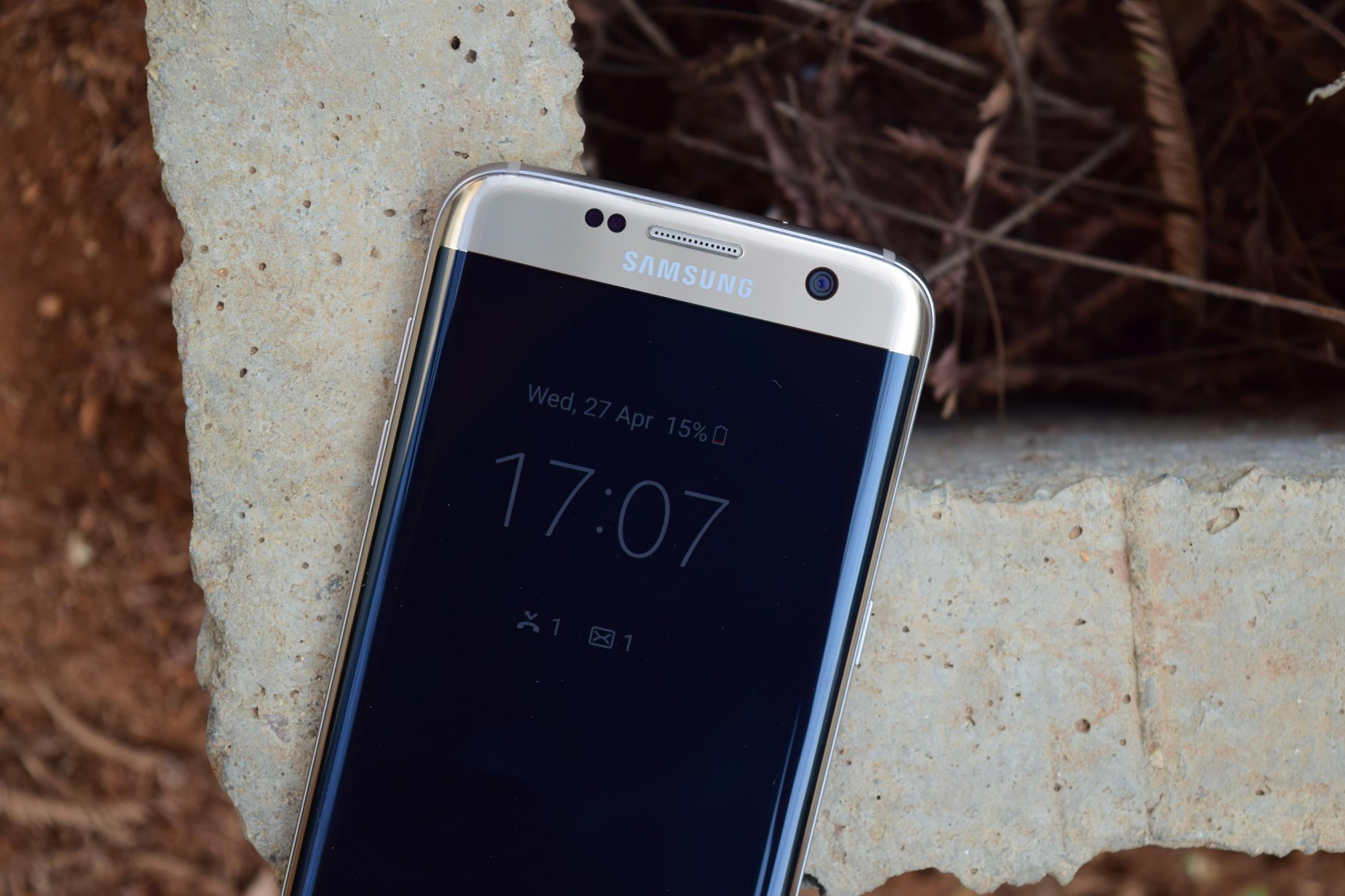 Smartphone con display curvo