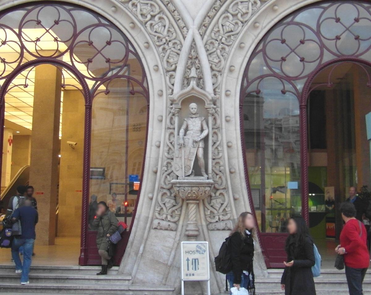 statua 126 anni selfie dettaglio