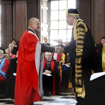 Sir Jony Ive laurea ad honorem Cabridge
