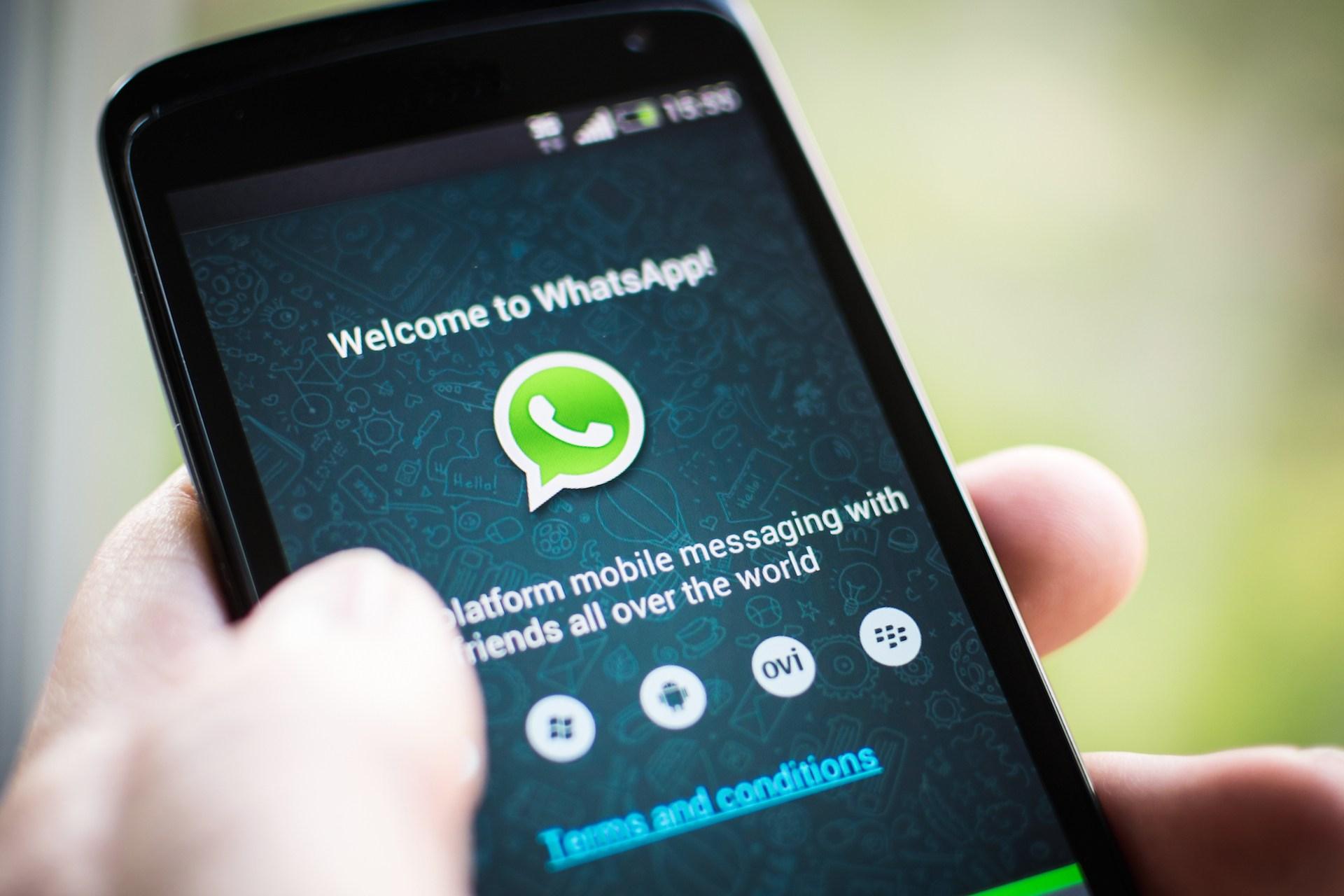 agcom whatsapp