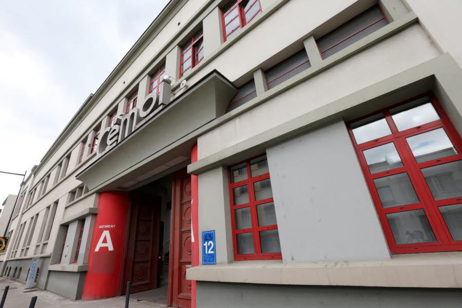 le-groupe-informatique-a-la-pomme-va-installer-une-equipe-d-une-vingtaine-de-chercheurs-dans-un-batiment-situe-en-centre-ville-de-grenoble-photo-le-dl-christophe-agostinis-1468433681