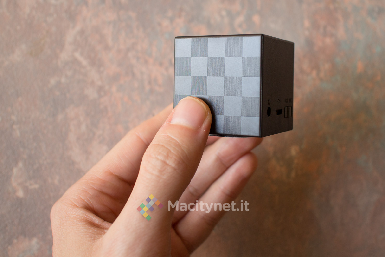 Audio senza fili ovunque con il cubo touch di VicTsing