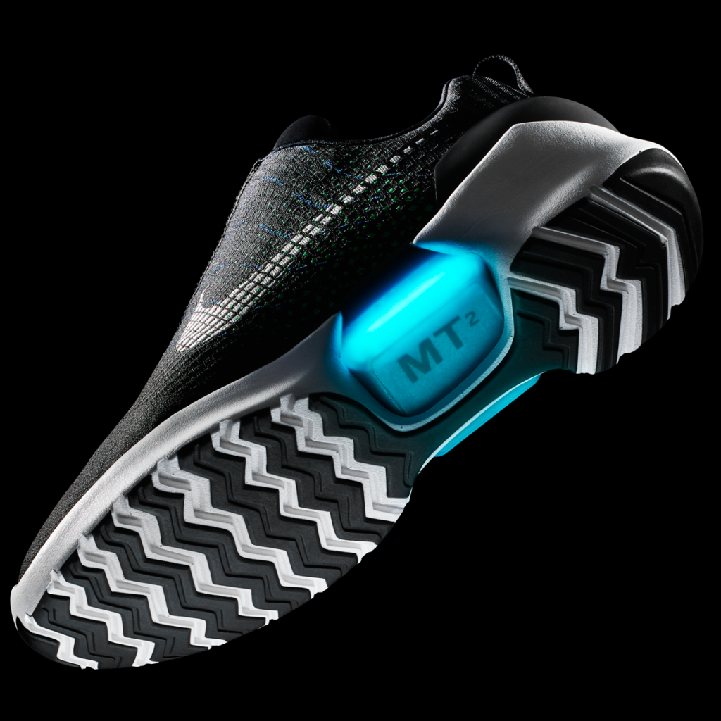 the latest a1b6b 0444e Le prime scarpe Nike da basket che si allacciano da sole arr