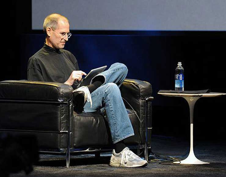 Steve Jobs legge da iPad