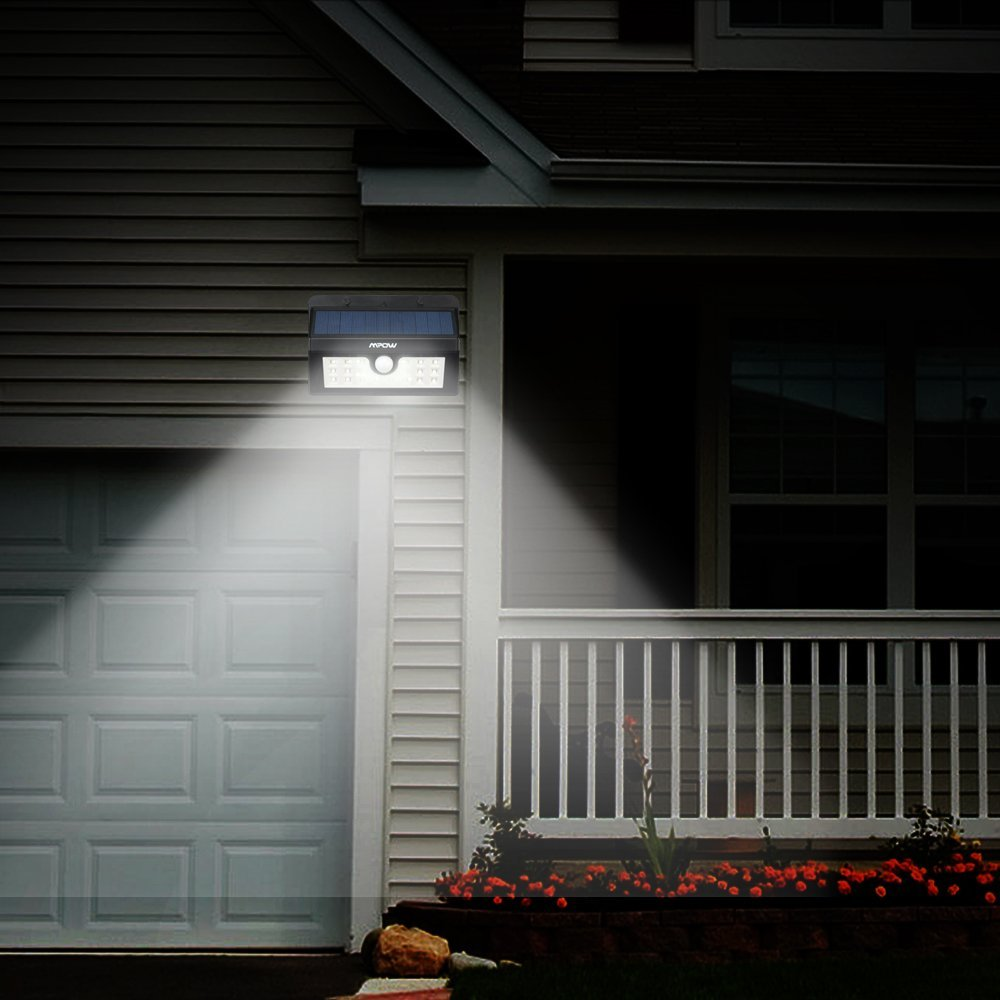 Lampada led da esterno con ricarica solare accensione al for Luz solar para exterior
