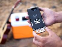 AirSelfie è la prima cam volante tascabile, sta nella cover dello smartphone