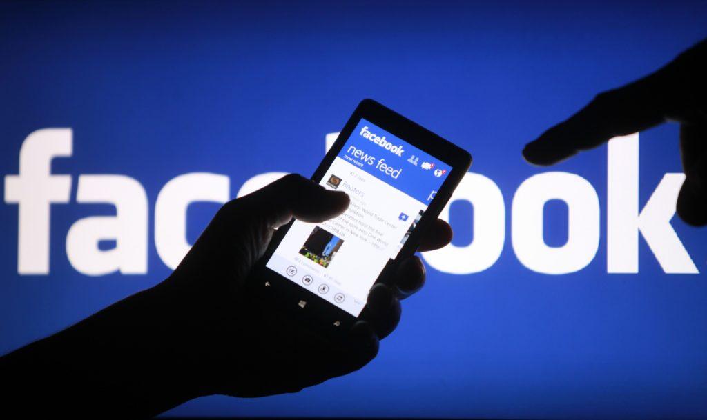 facebook due miliardi utenti
