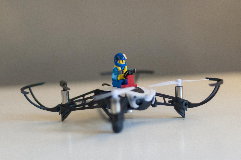 in prova parrot mambo il mini drone poliedrico. Black Bedroom Furniture Sets. Home Design Ideas