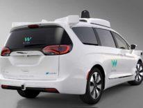 FCA consegna a Waymo i primi 100 minivan ibridi per la guida autonoma