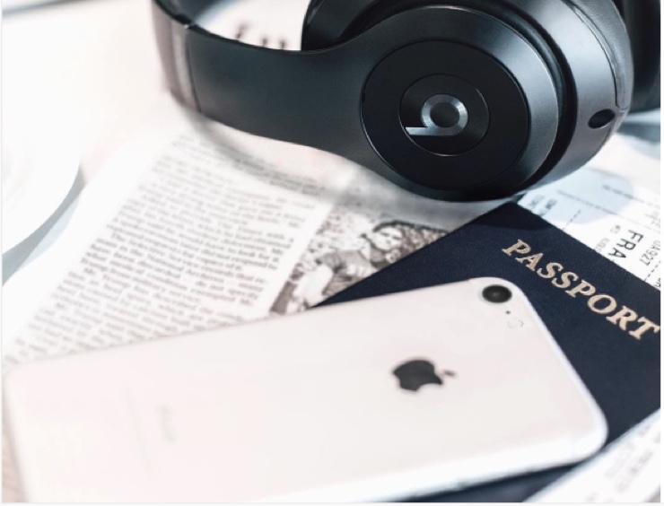 iphone-7-jet-white-beats-fake-icon-740