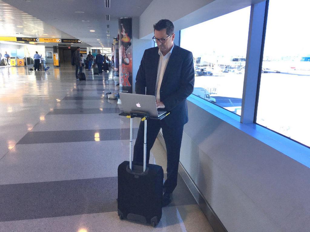 SMARTOO Travel Desk