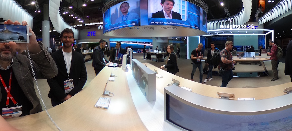 zte chiude, foto stand ZTE Mobile World Congress