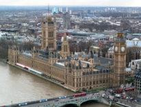 Il Regno Unito vuole vedere i messaggi criptati, inclusi WhatsApp e Apple
