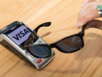 Visa mette un chip negli occhiali da sole per i pagamenti NFC