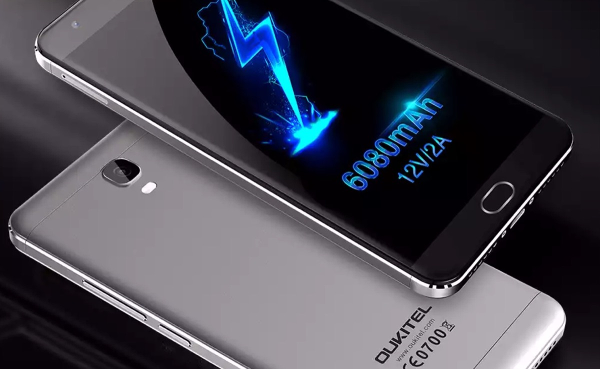 Oukitel K6000 Plus ha un caricabatterie da 12V2A e si