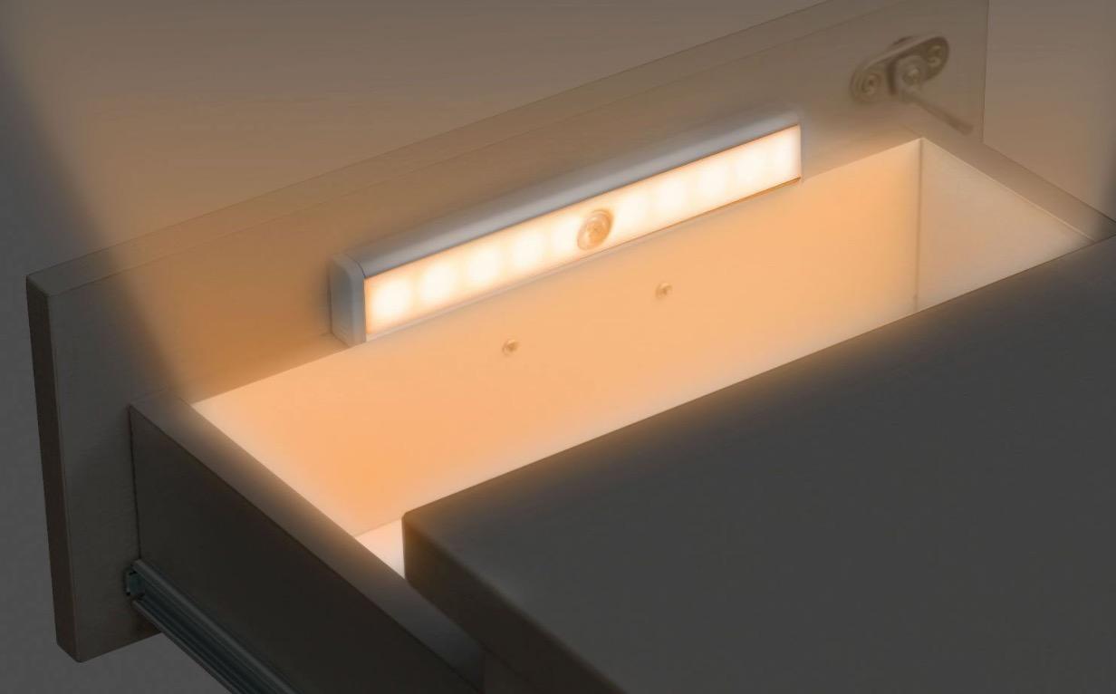 Lampada led wireless con sensore di movimento a metà prezzo solo
