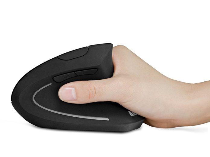 Sconto mouse verticale di Anker per dire addio ai problemi al polso: 14,99 euro