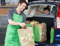 Nel supermercato drive-in di Amazon si fa la spesa senza scendere dall'auto