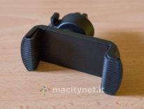 Mpow Air Vent mette lo smartphone sulla griglia di ventilazione dell'auto