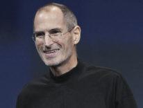 La maglia nera con il dolcevita che piaceva a Steve Jobs torna in vendita