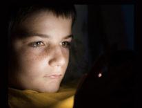 Internet e minori, l'insonnia  dei preadolescenti italiani tra videogiochi, chat e adescamenti