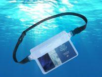 Ultimi giorni di sconto su sacca da mare per smartphone, soldi e documenti: 5,99 euro