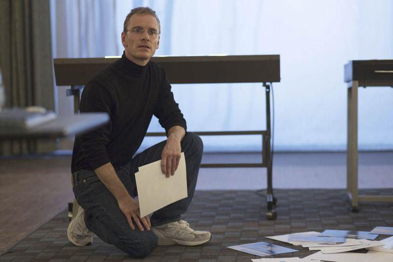 """L'attore Michael Fassbender nel film """"Steve Jobs""""."""