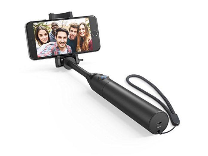 Asta selfie in alluminio con telecomando Bluetooth: sconto a 15,99 euro