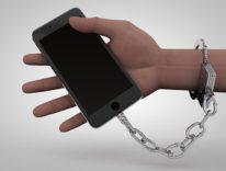 Blocco totale di iPhone in Italia, arriva in Senato il disegno di legge Quintarelli che fulmina Apple