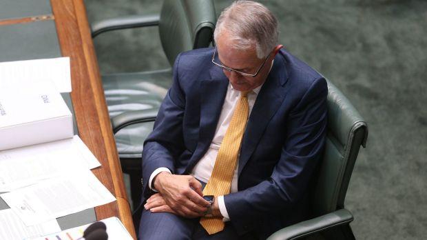 Il Primo Ministro Malcolm Turnbull controlla il suo Apple Watch - Foto: Andrew Meares