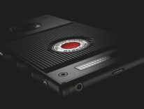 iPhone è caro? Red Hydrogen One, il primo Android olografico parte da 1.200 dollari